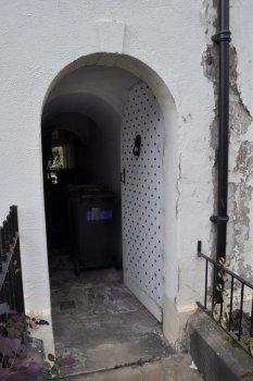 Even the alley entrance between Nos 13 and 15 has the same iron studded door.