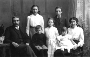 L to R: Grandad, Alice, Frederick, Winifred, William, Edgar, Grandma - in about 1915.