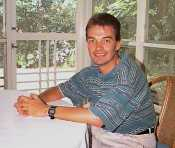 Dr Mauricio Bellon