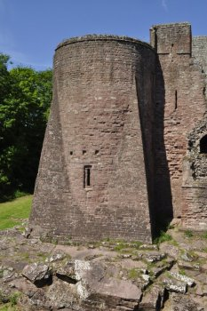Southeast tower and the east wall