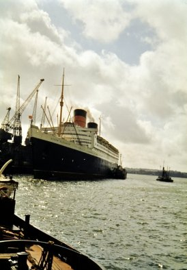 RMS Queen Elizabeth just before sailing.