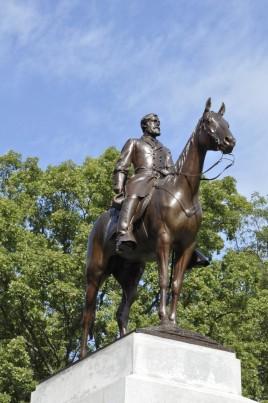 Virginia Monument (General Robert E Lee on horseback)