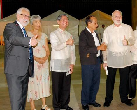 Former President of the Philippines Fidel V Ramos (center)